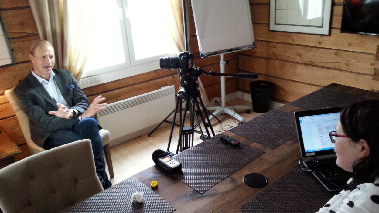 jonas kjellberg talking to anna (1)