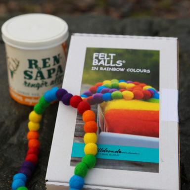 Felt balls, kit with English instructions
